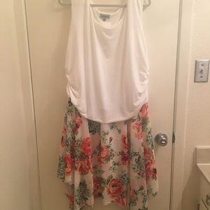 Avenue, NWOT Plus size sleeveless floral dress! 🌷